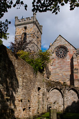 Culross Abbey Courtyard (Jeremy Caney) Tags: 17thcentury churchofscotland cistercianabbey courtyard culross culrossabbey fife greatbritain parishchurch scotland tower travel unitedkingdom village