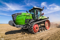 *Czech Field Premiere* FENDT 943 Vario MT Tractor (martin_king.photo) Tags: czechfieldpremiere czechpremiere czech field premiere fendt943variomt fendtvariomt fendt tracs tractractor green red horsch horschtiger cultivator preparingsoil sky blue clouds bluesky summerwork powerfull martin king photo machines strong agricultural greatday great czechrepublic welovefarming agriculturalmachinery farm workday working modernagriculture landwirtschaft martinkingphoto moisson machine machinery huge big agriculture tschechische republik power dynastyphotography lukaskralphotocz day fans work place yellow