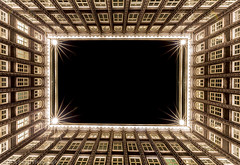 Hamburg- Chilehaus (schda22) Tags: deutschland hamburg chilehaus innenhof nightshot architecture night canon haida longexposure langzeitbelichtung