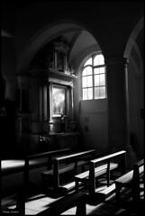 Saint Germain d'Arcé (Sarthe) (gondardphilippe) Tags: saintgermaindarcé sarthe maine paysdelaloire eglise church noiretblanc nb blackandwhite bw monochrome intérieur indoor ombre shadow lumière light ngc