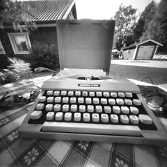 Typewriter (Foide) Tags: pinhole typewriter imperial 60´s nolens f160 poetry vacation