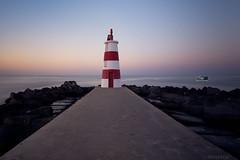 Amanece-en--Faro-da-Rocha (invesado) Tags: led nikon d750 20mm espigon amanecer luces
