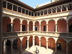 Colegio de San Jaime y San Matías - Patio 3 (albTotxo) Tags: tortosa tarragona cataluña españa