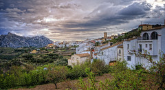 (378/18) Tárbena (Alicante) (Pablo Arias) Tags: pabloarias photoshop ps capturendx españa photomatix nubes cielo arquitectura paisaje carretera árbol pueblo iglesia casa tárbena alicante