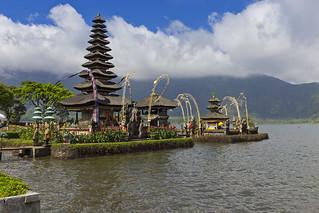 Пура Улун Дану – главный водный храм Бали. Pura Ulun Danu - the main water temple of Bali