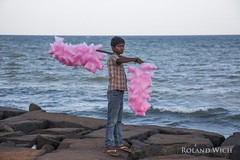 Puducherry (Rolandito.) Tags: south india southern pondicherry puducherry boy vendor portrait