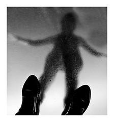 Alien (Marie Hacene) Tags: ima reflet silhouette institutmondearabe noir et blanc paris musée