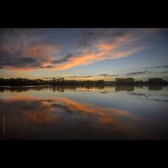 @GARONNE (Frédéric Delouvée) Tags: garonne estuaire bordeaux gironde quinsac sunset sunrise coucherdesoleil fdelouveephotographiecom reflet reflets reflection