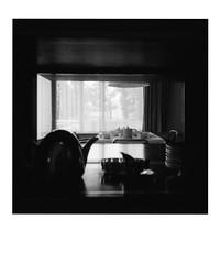 Tea time. (35mm) | Agfaphoto APX 400. (samuel.musungayi) Tags: film 35mm 135 24x36 analog argentique compact monochrome noir et blanc black white agfa agfaphoto apx 400 konica big mini hg point shoot street urban people pellicule pelicula city candid negative negativo scan explore samuel musungayi photography photographie fotografia life home cozy light pièce samuelmusungayi noiretblanc blackandwhite