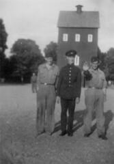 tm_4798 - Malmslätt, Östergötland 1942 (Tidaholms Museum) Tags: svartvit positiv gruppfoto människor 1942 malmslätt östergötland soldat