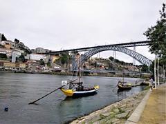 un puente (Ana De Haro) Tags: oporto río river ríoduero puentedonluisi puente porto pontes vilanovadegaia arco acero
