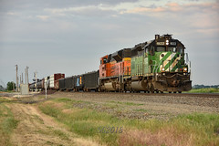 Odd leader in 2018. (Machme92) Tags: bnsf burligrton bn emd sd70ace sd40 railroad railfanning railroads railfans rails rail row railroading railfan sunset sky summer nikon nikond7200