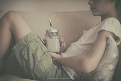 Summer (Graella) Tags: sofá sofa teenager gente people leche milk xocolata chocolate drink bebida beber breakfast summer verano home 52anónimos 52semanas holding