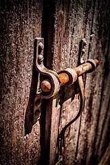 Loquet de porte (Terre d'Aveyron) Tags: aveyron photo loquet porte bois fer france serrure poignée hdr