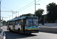 ASTRA IKARUS 415T 5231 al STB - Depoul Berceni - linia 74   -  Trolleybus 5231 Bucharest  -  Trolleybus 5231 Bukarest (mihaipăcurețu) Tags: haltestelle bucharest bucuresti bucurești bukarest bus electricitate romania românia road rumänien rumanien ratb transport transportation public sky city urban astra stb d3400 drum green gelb hauptstadt zentrum nikon ikarus 415t windshield tree window car
