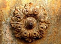 Rosace de fer (jegauberti) Tags: rosace fer forgé rouille rouillé porte