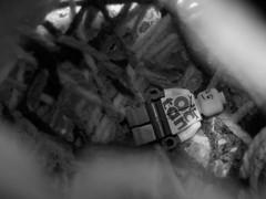 En ningún lugar (Juan Antonio Xic Eseyosoyese) Tags: en ningún lugar abstracción lego roy ray rey octan aventuras no se sabe dónde anda mundo desconocido atrapado suspenso terror hoyo pozo pánico juego juguete estambre agujero espiral regreso pelicula gacha muchacho chicho nikon monocromático blanco y negro legopic mirando profundidad