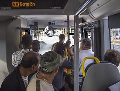 Svingeln, Göteborg, Sverige, 2018-07-18. (Roland Berndtsson) Tags: 2018 buss ejfamiljemedlem ejnamngiven göteborg kommunikationsmedel land människa sverige år