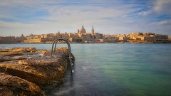Valletta, Malta. (joseph_donnelly) Tags: malta valletta sea meer stairs church city rocks sky treppe stadt capital
