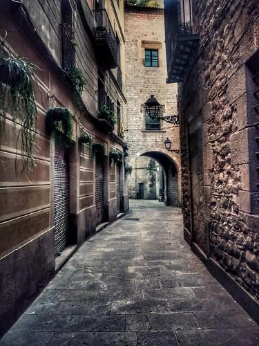"Barcelona. Calle de Montjüich del Bisbe • <a style=""font-size:0.8em;"" href=""http://www.flickr.com/photos/26679841@N00/43661380172/"" target=""_blank"">View on Flickr</a>"