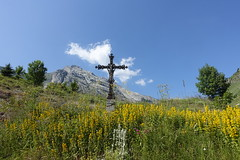 Cross @ Le chinaillon @ Hike to Tête d'Auferrand & Pointe de Deux Heures @ Le Grand-Bornand (*_*) Tags: legrandbornand hautesavoie france 74 europe savoie july 2018 summer été hike hiking randonnée marche mountain montagne bornes morning sunny hiketotêtedauferrand pointededeuxheures christian cross catholic croix