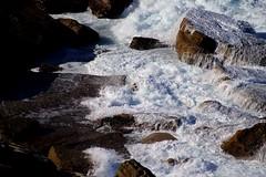 Mar & Rocas / Sea & rocks (cami.martinez) Tags: australia mar sea rocks rock rocas bruma blanco white texturas texture landscape paisaje