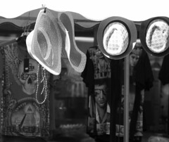 a hat for her - a hat for him ! Come and buy ! (Rosmarie Voegtli) Tags: hats hüte sonnenhut blackwhite blackandwhite clothing headgear dornach portiunkula fair funfair jahrmarkt 118picturesin2018 75 sunhat