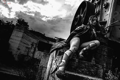 Olvido y Belleza (ezernazaretvalenciabriseño) Tags: mujer woman model forgot blackandwithe shoes legs