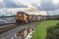 NS G90 at Austell (travisnewman100) Tags: norfolk southern ns train railroad burlington northern santa fe es44c4 ge rr freight intermodal austell atlanta terminal district georgia division g90 local bnsf