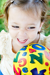 gem laughs (sesame ellis) Tags: playing girl laughing ball catchycolors happy toddler mykid giggle year2 frontyard