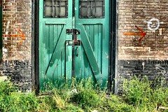 Green door (Pieter Musterd) Tags: door green rotterdam groen decay thenetherlands kopvanzuid deur 1on1 pakhuis vervallen panasonicdmcfz30 thecontinuum pieter007