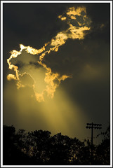 God's light (Eduardo Cavasotti) Tags: cloud sun west sol topv111 clouds d50 raios interestingness topv333 university florida topv444 topv222 explore nuvens 28 nikkor nuvem eduardo pensacola 80200mm uwf 80200mmf28d f28d interestingness201 nikonstunninggallery cavasotti abigfave highestposition201onsundayseptember102006