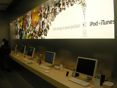 Inside the Apple Store New York, 5th Avenue (manuel | MC) Tags: new york nyc usa newyork apple lumix store topv333 nikon manhattan 5thavenue applestore panasonic 500views applecube dmcfz30 e3500 applestorenyc nikone3500 manhattanapplestore nycapplestore