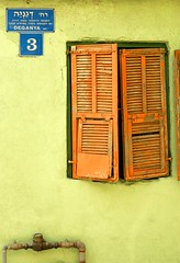 Degania 3 (ido1) Tags: orange green window israel telaviv decay nevezadek
