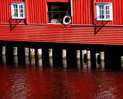 norway_31 ([carlo cravero]) Tags: red norway canon river trondheim photoshopcs2 powershots2 bluelist
