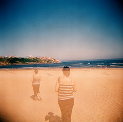 Diana x 2 en Suances (DavidGorgojo) Tags: sea sky film beach mar reflex holga lomo lomography minolta kodak playa diana cielo pelicula dynax ektachrome cantabria analogica 100club 120mm suances analogic spxi 50club dianabas playadesuances fvdoubleexposure