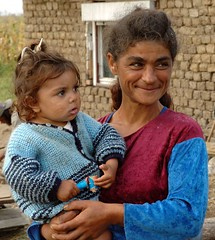 Gipsywoman with child. (Margot) Tags: woman child poor romania gipsy theface romany bihor fpg greatportrait margotpouw margot