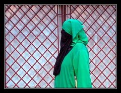 Rejas de tela - Fabric grates (jose_miguel) Tags: portrait espaa woman miguel photo mujer spain foto retrato muslim islam homeless jose morocco maroc marrakech streetphoto marrakesh stolen tradition marruecos tradicin robada sintecho musulman canondigitalixus55 gtaggroup marraquech fotografaenlacalle