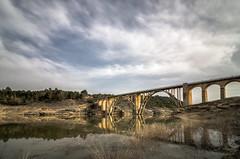 Reflejos. (Amparo Hervella) Tags: viaductodeentrepeñas guadalajara españa spain puente reflejo nube largaexposición nikon nikond7000 d7000