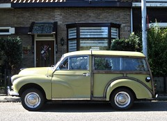 1971 MORRIS Minor 1000 Travaller (ClassicsOnTheStreet) Tags: sbm419j morris minor 1000 travaller 1971 morrisminor minor1000 minortraveller minor1000traveller brits british uk bl issigonis alecissigonis estate station stationcar auto stationwagen stationwagon wagon break combi kombi 70s 1970s car classic classiccar oldie classico oldtimer klassieker veteran gespot spotted carspot amsterdamnoord amsterdam noord kadoelenweg 2015 straatfoto streetphoto streetview strassenszene straatbeeld classicsonthestreet groen green vert verde grün essenhout