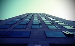 Blick nach oben (Jenke-PhotozZ) Tags: sky skyscrapers symmetrical symmetrie berlin buildings waldorfastoria architektur architecture view visitberlin perspective