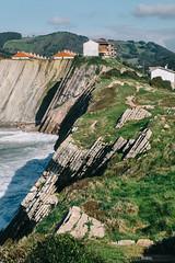 Zumaia (jdelrivero) Tags: agua mar geologia costa rocas guipuzkoa olas zumaia elementos playa geology beach elements sea euskadi españa es