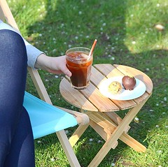 Been patiently waiting for an opportunity to put out our new deckchairs for chilled iced coffee vibes 😎 vegan treats alongside too 👌 . #vegan #veganfood #icedcoffee #icedcoffeeaddict #chillvibes #deckchair #sunny #coffee #baristalife (bombompatisserie) Tags: loughborough cake cafe bom patisserie