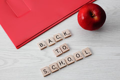 Back to school und ein Apfel (marcoverch) Tags: note learning supplies pen school colors equipment apple material student office noperson keineperson apfel paper papier business geschäft desktop food lebensmittel text education bildung conceptual konzeptionell health gesundheit fruit obst heart herz wood holz symbol love liebe page seite information writing schreiben fly cars deutschland history event golden decay macromondays vacation mist backtoschool