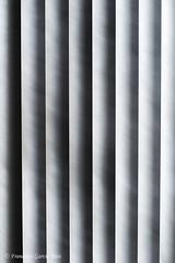 Fade to Grey. / Volviéndose gris. (Recesvintus) Tags: venecianas venetianblind abastracción abstraction abstract abstracto gradación gradation shades tonos music fadetogrey visage minolta50f17