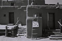 Art of Life (bingley0522) Tags: leicaiiic leicasummaron35mmf35ltm xp2 taos taospueblo newmexico southwest ordinarythings commonplacethings autaut