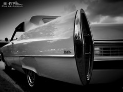 de Ville (Hi-Fi Fotos) Tags: cadillac deville vintage gm luxury car american classiccar huge boat long convertible chrome tail 1967 skirt mono bw blackandwhite nikon d5000 dx hififotos hallewell