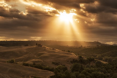Under the Tuscan Sun (Tracey Whitefoot) Tags: 2017 tracey whitefoot summer july italy tuscany sunrise dawn val dorcia rays light pienza landscape tuscan sun under italian europe european