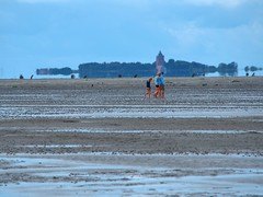 Shell seekers (@DinAFoto) Tags: shell neuwerk cuxhaven north see people island sky clouds nature trees water