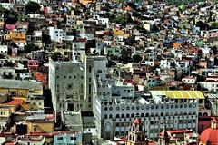Universidad de Guanajuato. (roblestjorge) Tags: guanajuato estado ciudad vistapanoramica ciudadcolonial panorama azotea universidad basilica torres cupula rojo multicolor canterarosa cerros